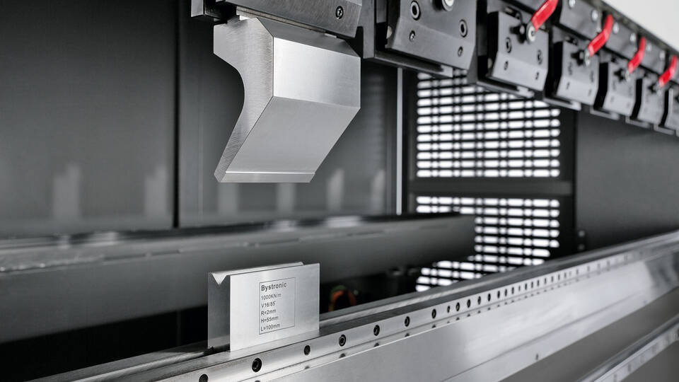 Versatile air bending and high-precision coining: The Xpress offers a wide range of applications for the processing of various bending parts.